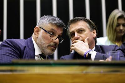 Na maior cara de pau, Bolsonaro diz que não sabe quem é Frota