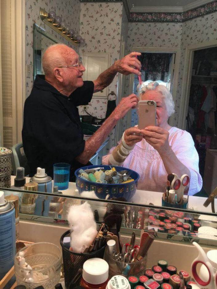 20 Adorable Pictures Of Elderly Couple Prove That True Love Never Ends
