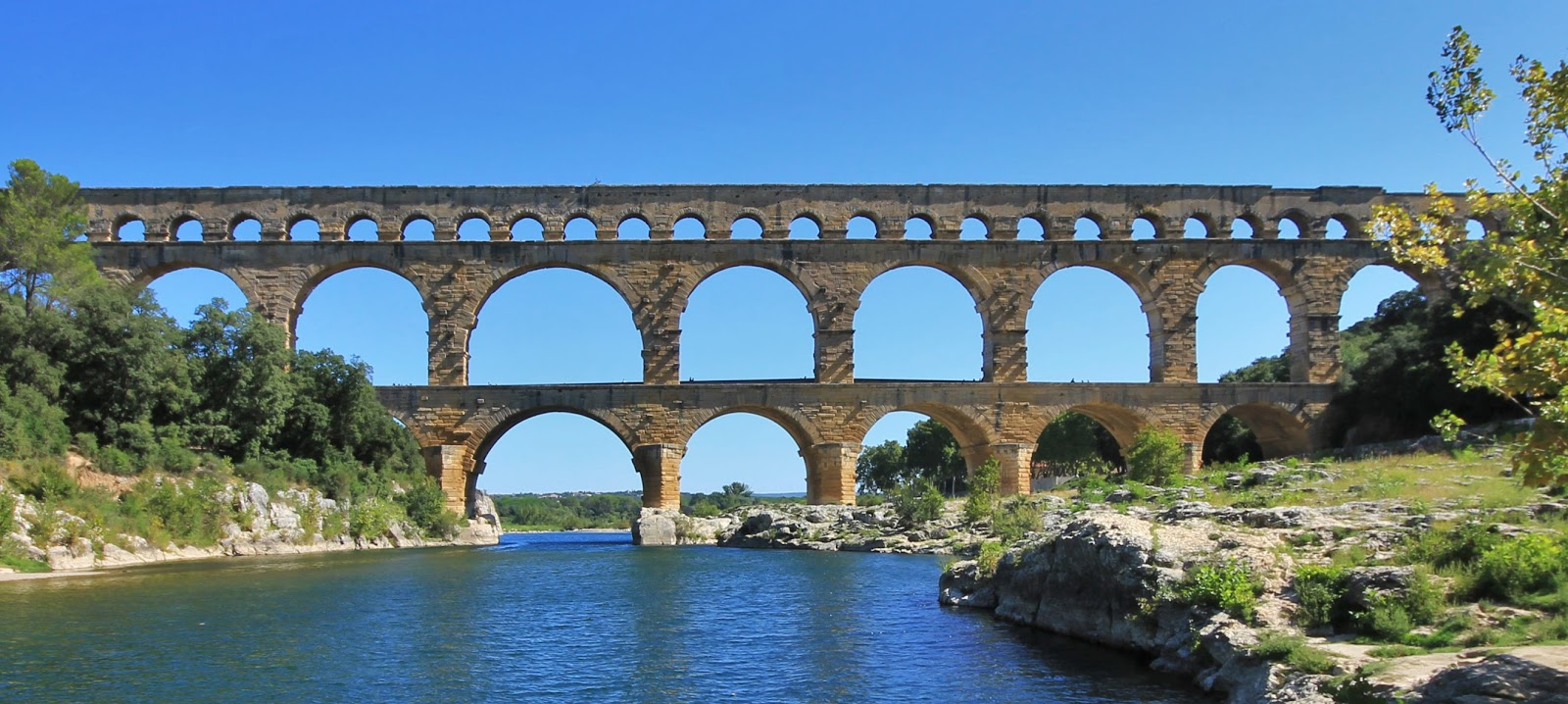 Where 39 s trevor pont du gard n mes france for Pont du gard architecte