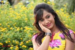 Manoj Nandam Smitika Acharya starring Ye Rojaithe Chusano Movie Stills  0010.jpg