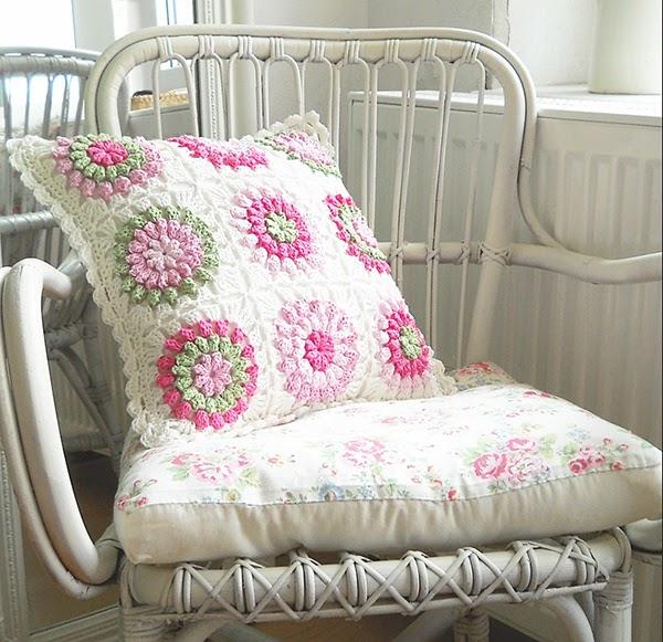 a gorgeous crochet cushion