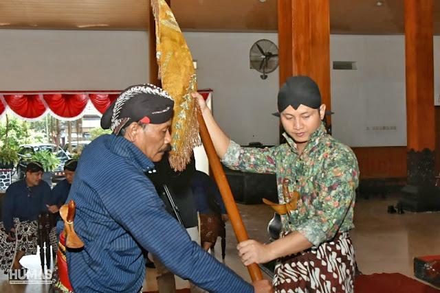 Kentalnya Adat Yogyakarta Dalam Upacara Jamas Pusaka di Kabupaten Trenggalek