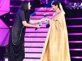 Jyothika at filmfare 2017 Awards