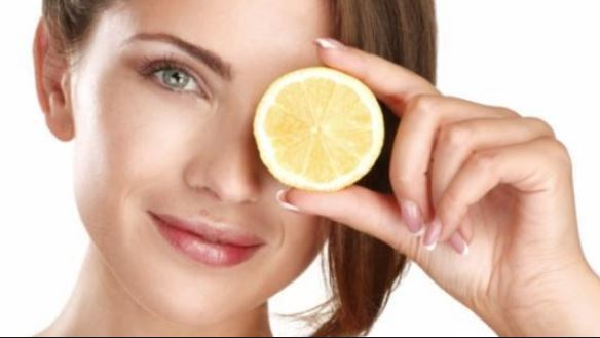 What is the method of using lemon for the skin?