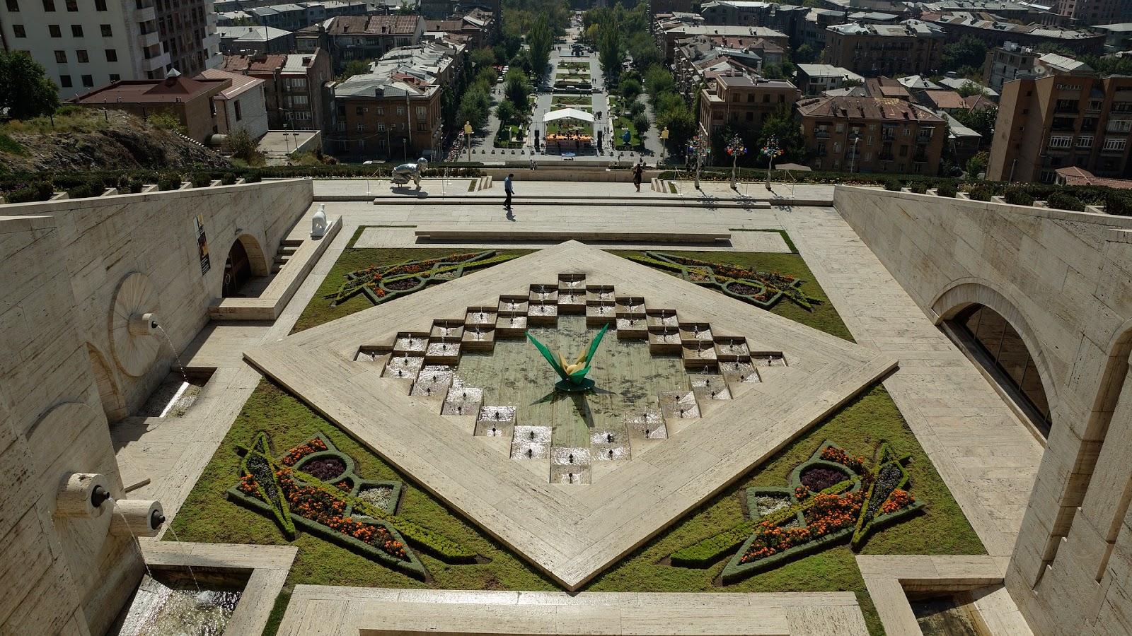 yerevan-arménia-10 Lugares Mais Baratos do Mundo Que Deves Conhecer em 2017 - www.esperteza.com -- #viajar #viagens #mundo #destinos #ferias