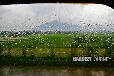 hujan di atas kereta