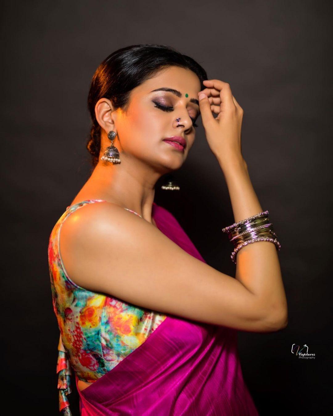Actress Priyamani Latest hot Photos in Pink Saree https://www.actressbuzz.com