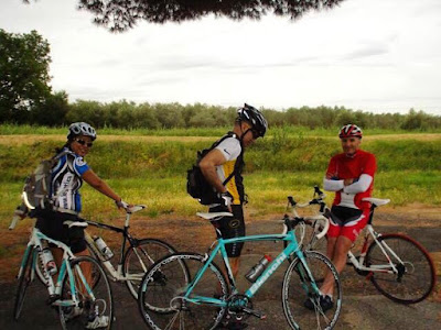 cycling tuscany carbon road bike rental shop in Siena Chianti Italy