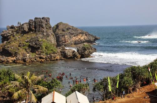 Wisata Pantai Nglambor Jogja
