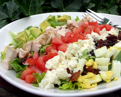 Homemade Cobb Salad, tips for an easy, surprisingly healthy supper salad ♥ AVeggieVenture.com. A summer classic. Weight Watchers Friendly.