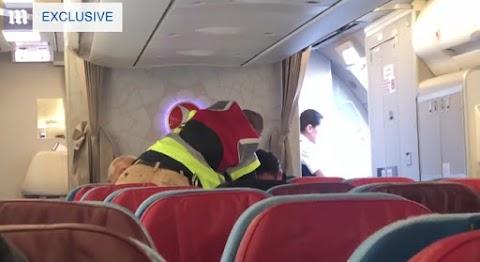 Az indulás előtt rángatták le a menekülő migránst a repülőről, aki megerőszakolt egy 16 éves lányt. Videó!