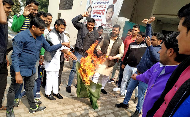 The flag of Pakistan burnt by Congressmen in Faridabad in protest of the Pulwama attack