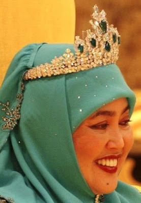 emerald tiara queen saleha brunei