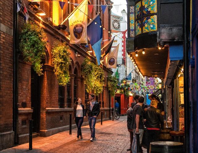 temple-bar-poracci-in-viaggio-credit-to-rob-durston-by-failte-ireland