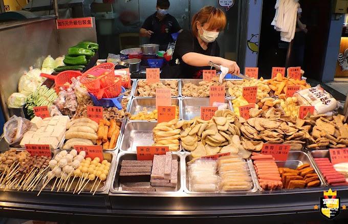 台南鹹酥雞/一週只賣4天/每日限量一開店就排隊/獨家特調胡椒鹽/在地飄香10多年/食材種類選擇多/老闆忙到手都沒停過