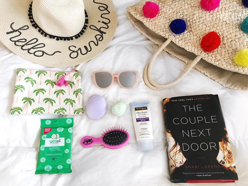 What's in My Beach Bag - Essentials to include in your beach tote on your next vacation!