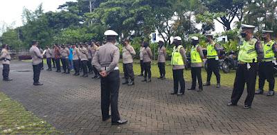 Polres Loteng dan TNI Amankan Penetapan Paslon Bupati Loteng Terpilih