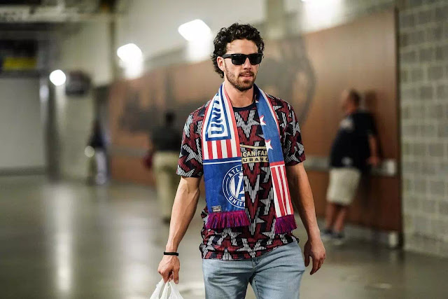 Dansby Swanson Short Curly hairstyle
