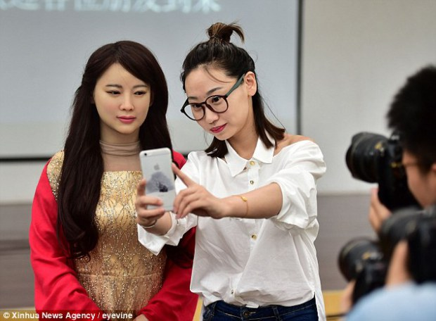 Enam Robot Wanita Paling Cantik dan Canggih di Dunia