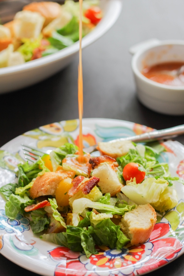 This delicious and hearty salad is a deconstructed version of the classic BLT sandwich.