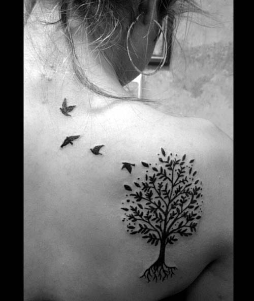 ağaç ve uçan kuşlar dövmesi tree and flying birds tattoo