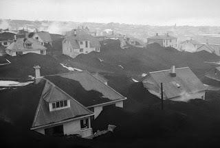 Casas sepultadas por las cenizas volcánicas en la isla de Heimaey