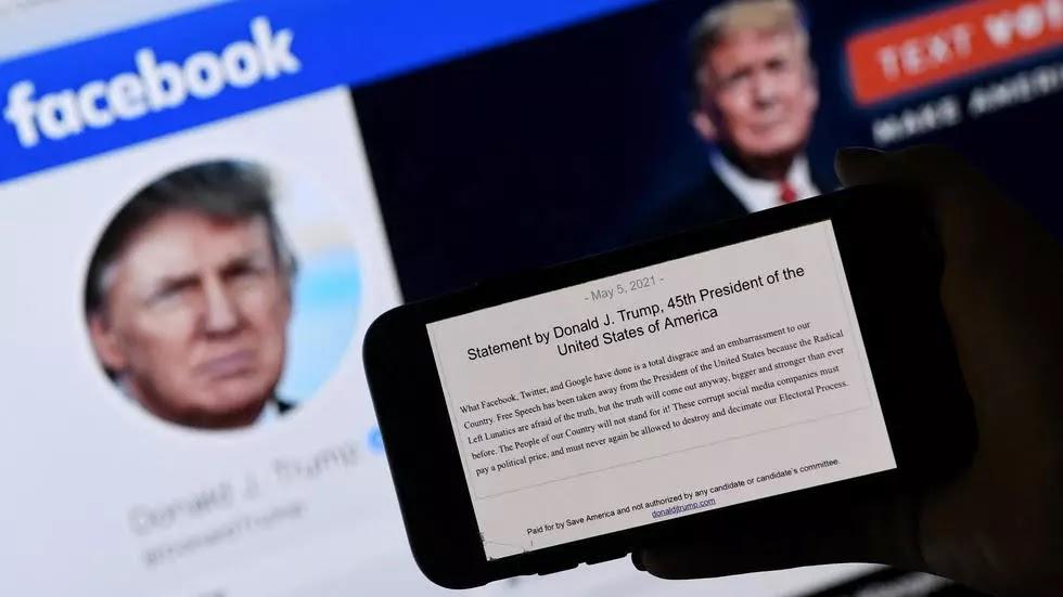 فيسبوك يحظر حساب ترامب حتى 2023