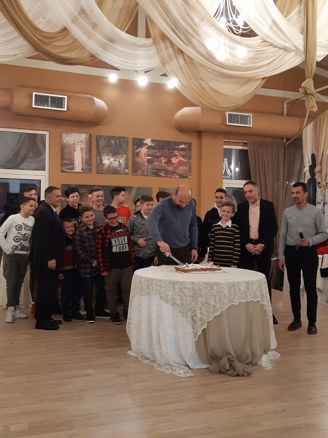 Tην πρωτοχρονιάτικη πίτα του έκοψε το τμήμα καλαθοσφαίρισης της Αναγέννησης Λαμίας