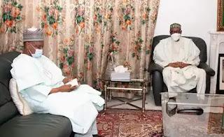 Hotunan yadda Shugaba Buhari ya gana da Gwamnan jihar Kebbi Atiku Bagudu kan Ɗaliban FGC da aka sace