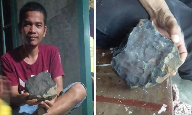 بالفيديو ... إندونيسي يتحول إلى مليونير بعد سقوط نيزك على منزله