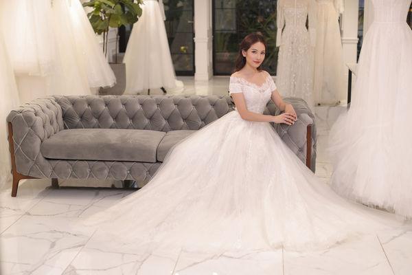 Vợ chưa cưới Dương Khắc Linh lộng lẫy như công chúa, nhưng điều bí mật còn khiến fan bất ngờ hơn