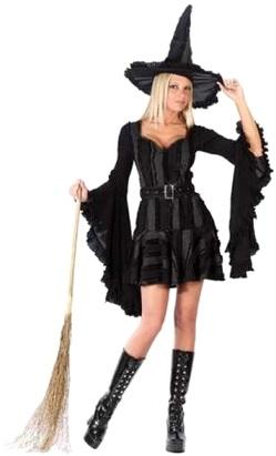 Foto de mujer con disfraz de bruja con su escoba para Halloween