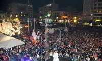 Περισσότεροι από 30 χιλιάδες καρναβαλιστές πλημμύρισαν την Πάτρα (βίντεο)