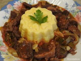 Pastrama de oaie la ceaun reteta de casa cu legume carne si sos de vin retete mancare tocana tocanita friptura pentru Pasti,