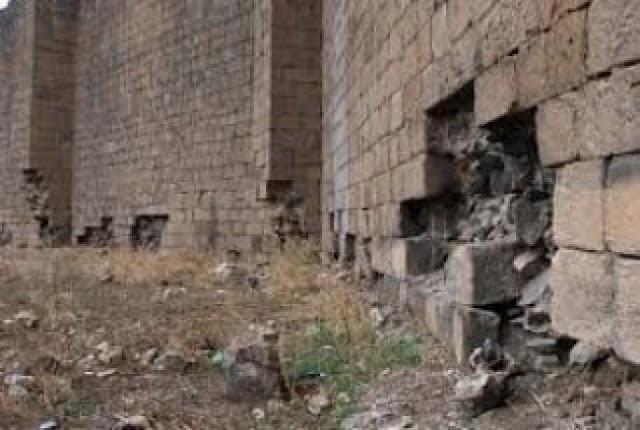 Diyarbakır surlarını söküp satıyorlar!