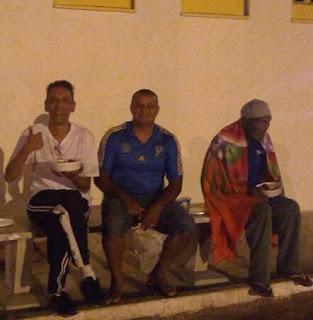 Jantar com moradores de rua