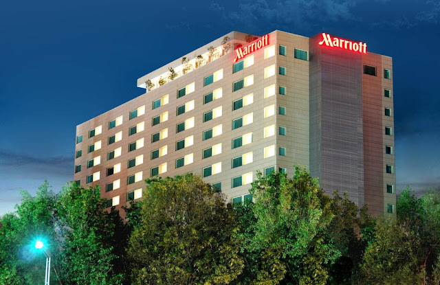 Reserve relaxation at Mexico City Marriott Reforma Hotel. The offers spacious rooms, on-site dining, event space, an indoor pool, spa and a perfect downtown location.