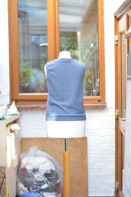 Back of a sleeveless jumper