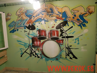 Graffiti dormitorio mural art