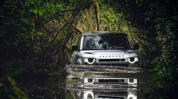 Mobil Land Rover Terbaru 2020 from Car and Driver