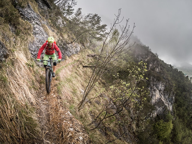 Singletrail Downhill Riva del Garda Cima Sat