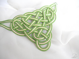 collar-cuero-banco-verde