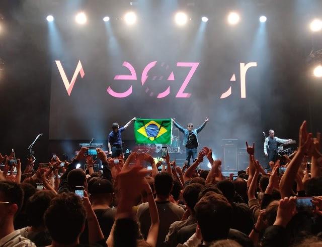 Weezer estava impecável na primeira noite de shows do Itaipava de som a sol