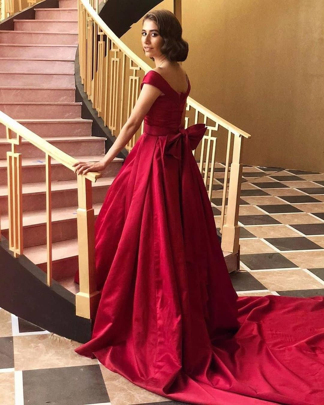 Actress Syra Yousaf Looks Royal from BTS Pictures