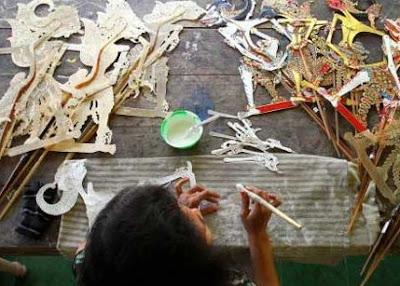 Contoh kerajinan bahan lunak wayang kulit