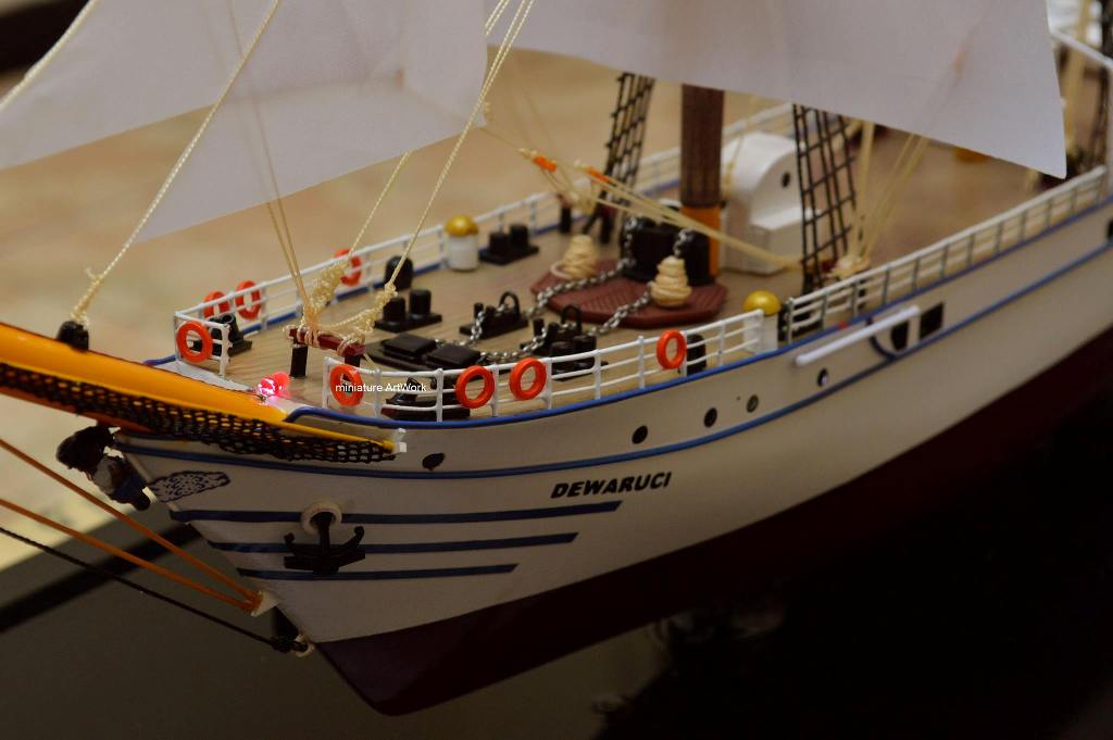 harga miniatur kapal layar kri dewaruci terjangkau
