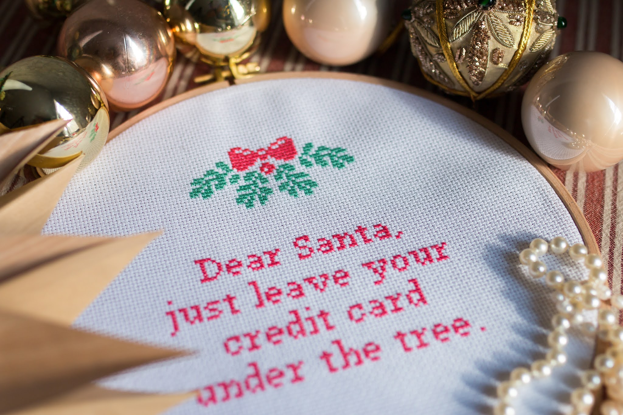 8 Christmas embroidery tips
