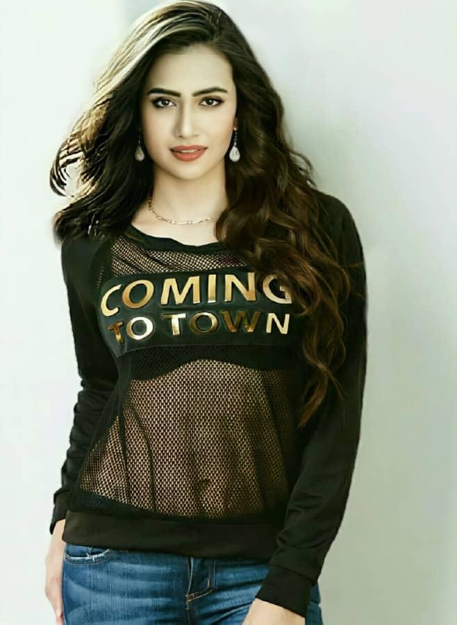 Sana Javed bold photos