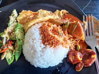 Lunch Asam Pedas Ikan Merah Dengan Bendi Goreng Telur