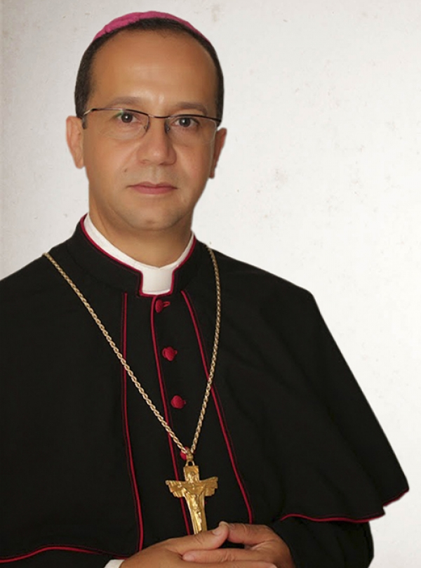 Bispo de Sobral pede jejum de Whatsapp na Sexta-feira Santa